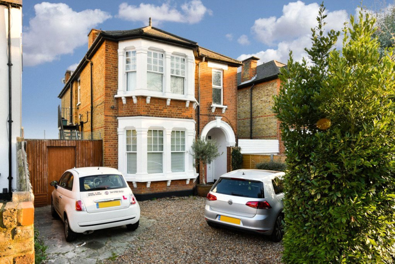 Flat/apartment for sale in Surbiton - Hook Road, Surbiton, KT6