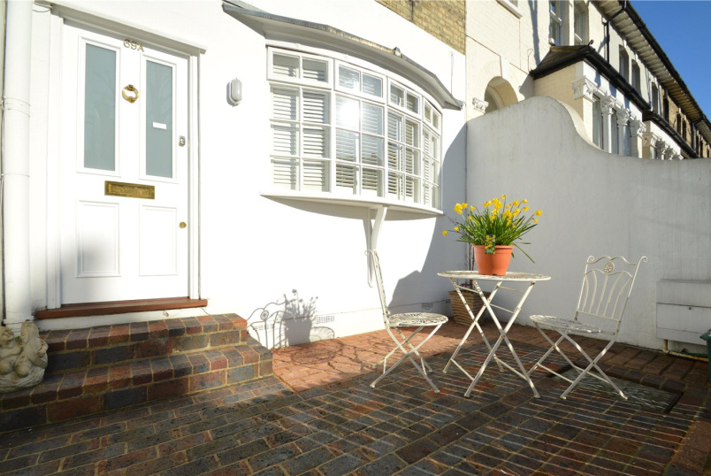 House to rent in Chiswick - Linden Gardens, Chiswick, W4