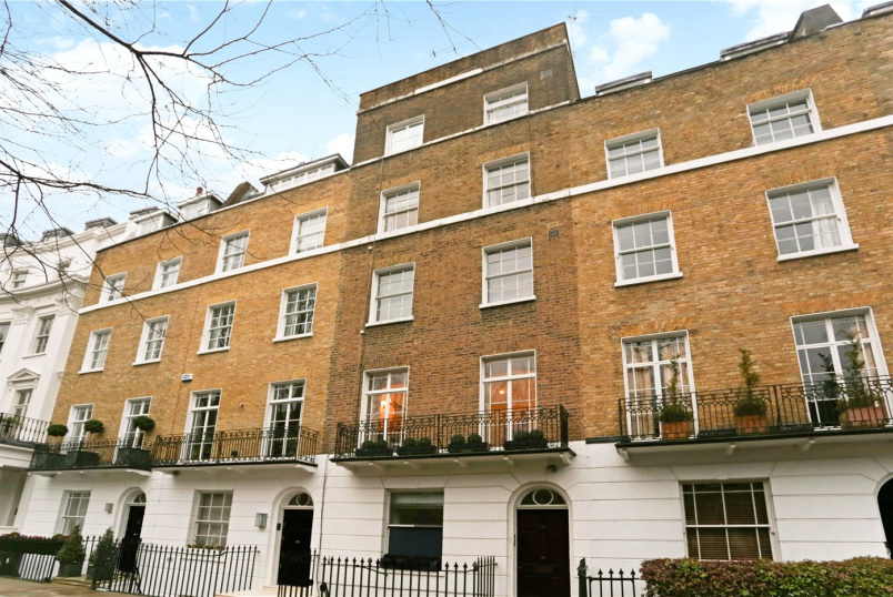Flat/apartment to rent in Knightsbridge & Chelsea - Brompton Square, Knightsbridge, SW3