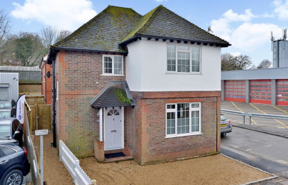 A charming detached house in central Haslemere