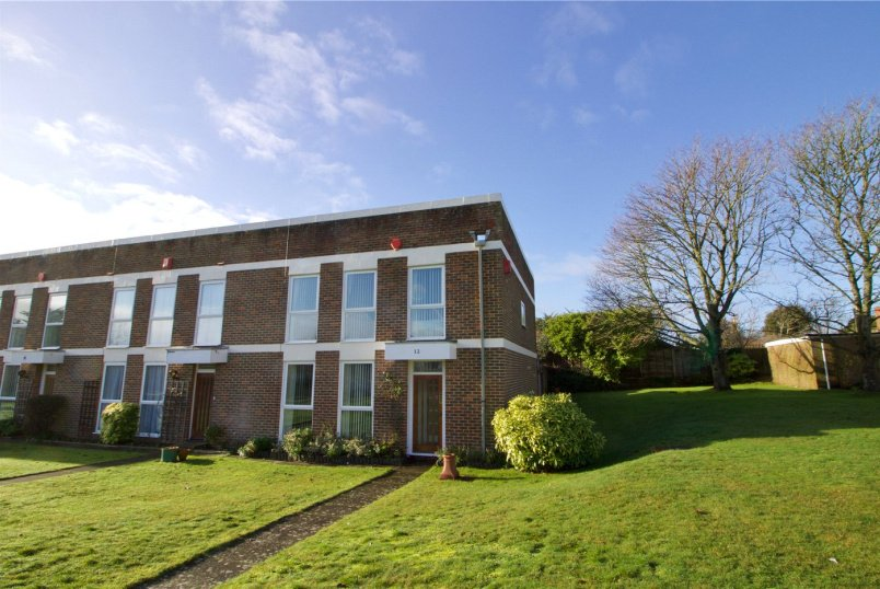 House for sale in  - Milford Court, Milford On Sea, SO41