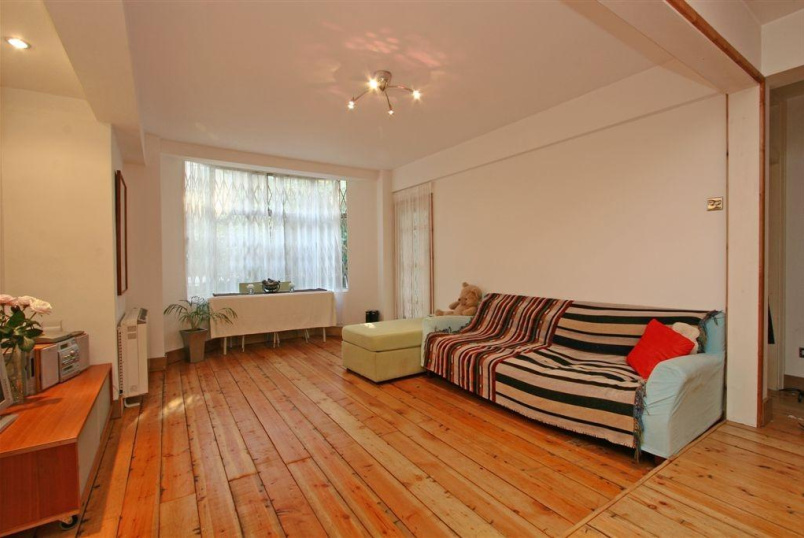 Flat/apartment to rent in Clerkenwell & City - Trinity Court, Grays Inn Road, Clerkenwell, WC1X