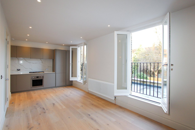 Flat/apartment for sale in Ealing & Acton - Granville Gardens, London, W5