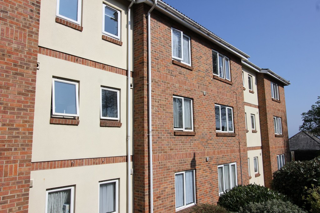 2 Bedroom Property For Sale In Hayes Court Totnes Road Paignton