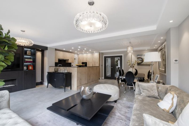 House - terraced to rent in St Johns Wood - COURT CLOSE, NW8 6NN