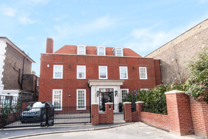 House - terraced to rent in St Johns Wood - ACACIA PLACE, NW8