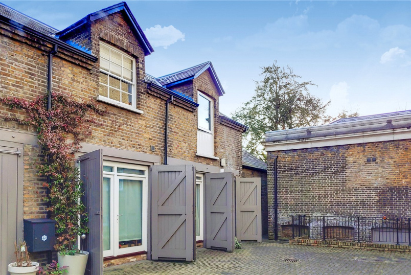 Maisonette for sale in Southfields - Stable Lodge, 93 West Hill, London, SW15