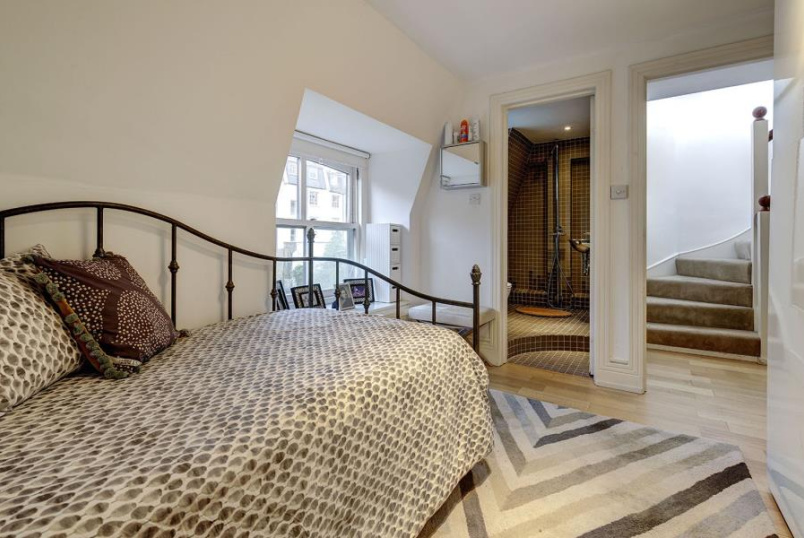 House - terraced for sale in St Johns Wood - ST JAMES'S TERRACE MEWS, NW8 7LJ