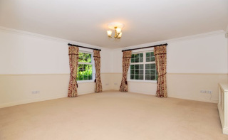 Spacious 2 Bedroom property with stunning gardens, Haslemere