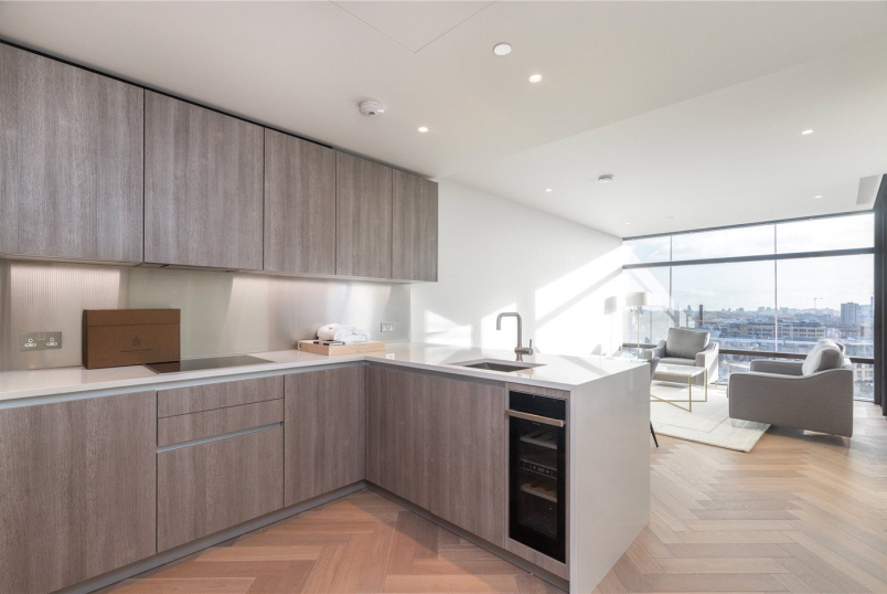 Flat/apartment to rent in Shoreditch - Principal Tower, London, EC2A