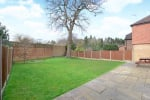 Sought After Cul-De-Sac & West Facing Garden. 19