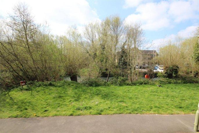 2 bedroom property to let in New Bridge Street, Witney - £ ...