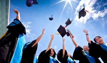University bans mortar board throwing…